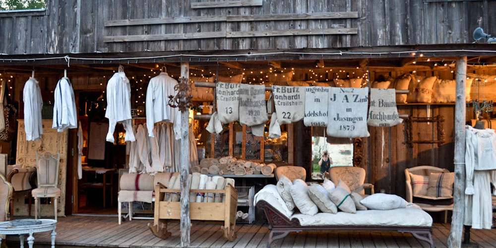 barn-front-with-chaise